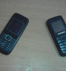Два обычных телефона.