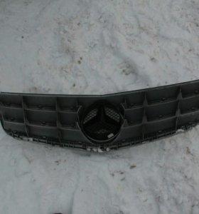 Mercedes w204 решетка радиатора авангарт
