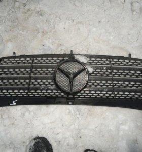 Mercedes w639 viano решетка радиатора