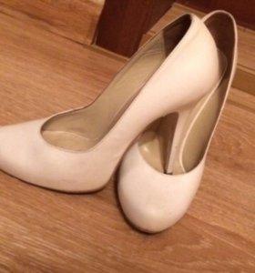 Туфли белые б/у