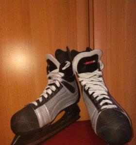 Хоккейные коньки мужские