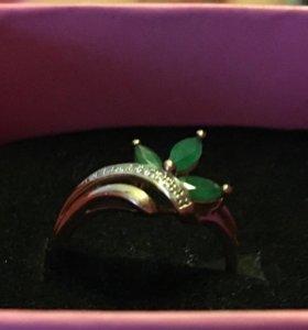 Кольцо золотое 585 изумруды, бриллианты