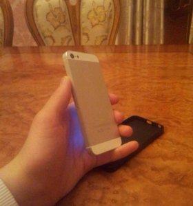 Айфон 5 . 64г. Без царапин . Торг