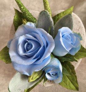 Букет миниатюра с голубыми розами