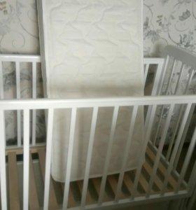 Детская кровать,матрас,пеленальный комод