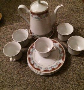 Набор , чайник , 3 большие тарелки , 5 кружек , 1м