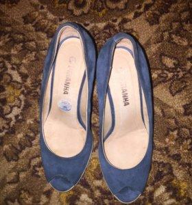 Туфли на танкетке синего цвета