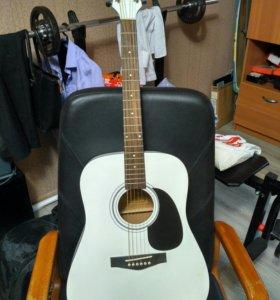 Гитара акустическая (идеальное состояние)