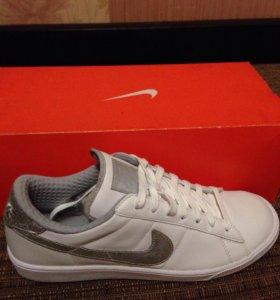 Продам фирменные кроссовки Nike оригинал  кожа