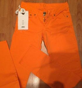 Джинсовые брюки 25-26 рр