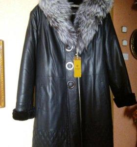 Кожаное пальто с капюшоном чернобурки