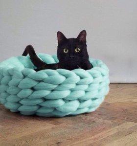 Кроватки/домики/лежанки для кошек и собак.