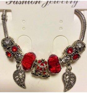 Стильные женские браслеты с шармами.
