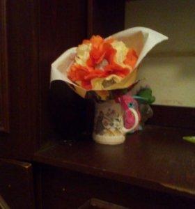 Делаю букетики цветов из конфет