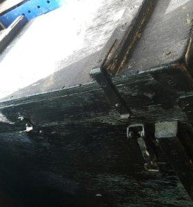 деревянный сундук с застежками