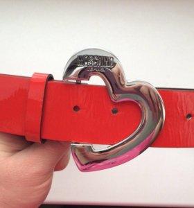 Новый красный лаковый ремень Moschino Jeans