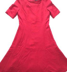 Платье в отличном состоянии,отличное качество,р.44