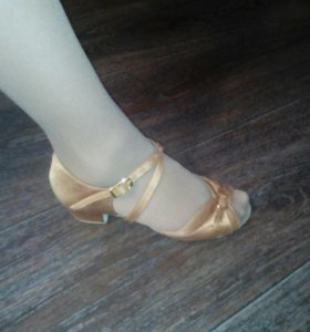Туфли бальные сатиновые 21.5  (32-34) носили мало