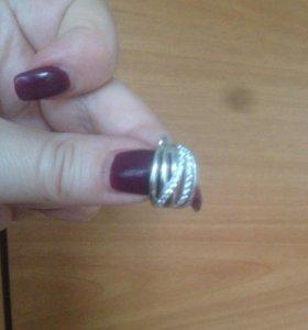 Серебрянный комплект кольцо и серьги.