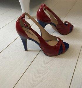 новые  красные лаковые туфли alba