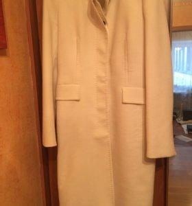 Пальто женское, Zara, белого цвета . Размер 46