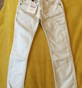 Джинсы Zara для мальчика новые, 110 см