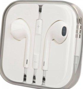 Наушники Apple EarPods на iPhone