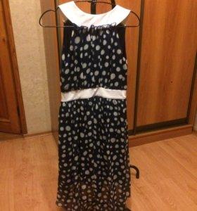 Платье с небольшим шлейфом , летнее . Новое .