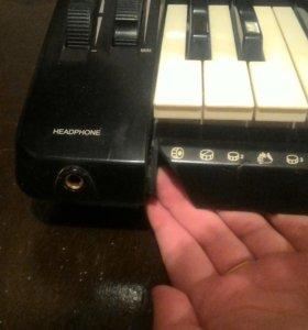Продам синтезатор(возможен торг)