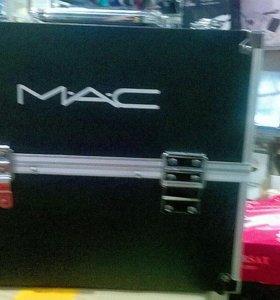 Чемодан MAC для косметики