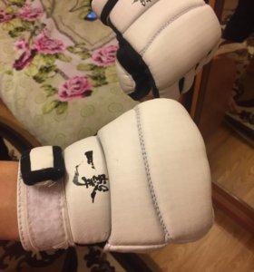 Перчатки для карате-до