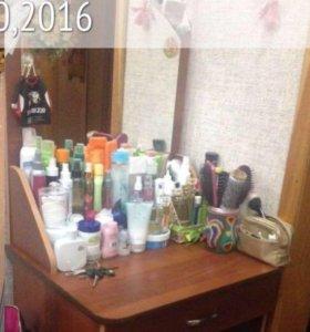 Косметический столик с зеркалом