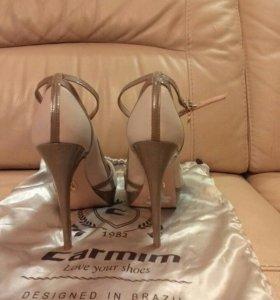 Новые кожаные туфли carmim
