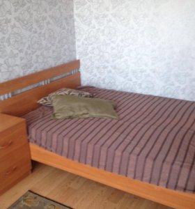 Кровать с матрацем,тумбочка,