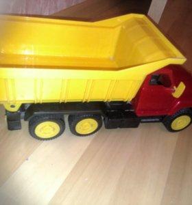 Машины грузовые и кабриолет