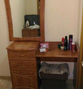 Туалетной столик с зеркалом