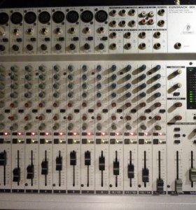 Микшерный пульт Behringer Eurorack MX2004A