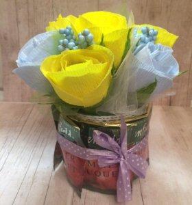 Цветочная композиция с чаем и конфетами!