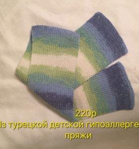 Вязаный шарф и носки детские