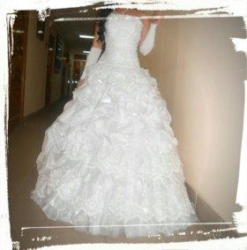 Платье свадебное 44-48 сзади регулируется