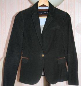 Зелёный вельветовый пиджак S 44. с заплатками