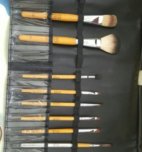Професиональные кисти REVECEN для макияжа.