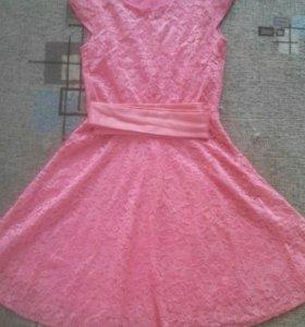 Продам 2 платья .