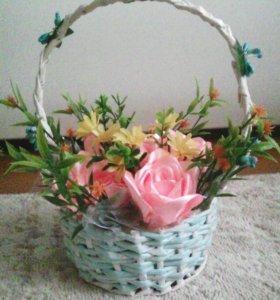 Корзинка с цветами . Ручная работа