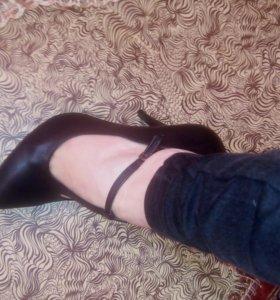 Модные туфли на застёжке