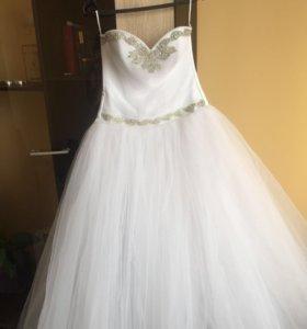 Свадебное платье,в хорошем состоянии