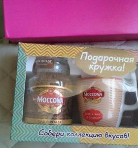Кофе и кружка в подарочной упаковке.