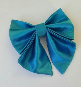 Бантик на резинке для девочки. Цвет голубой.