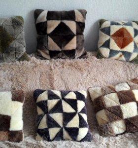 Подушки меховые и вязанные