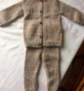 Шерстяной костюм ручной вязки